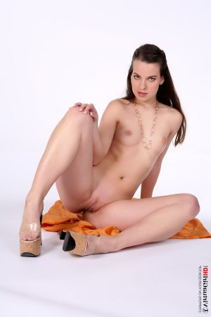 Mary-morgane asian escort in Eislingen/Fils